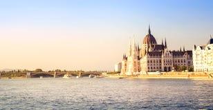 Het Parlement van Boedapest bij zonsondergang Royalty-vrije Stock Fotografie