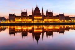 Het parlement van Boedapest bij zonsopgang, Hongarije Stock Fotografie