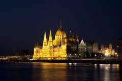 Het Parlement van Boedapest van de nacht Stock Afbeelding