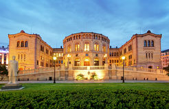 Het parlement van Oslo - panorama bij nacht royalty-vrije stock foto's
