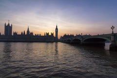 Het Parlement van Westminster bij Zonsondergang Stock Afbeelding