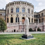 Het Parlementsgebouw, Storting-de Bouw, Karl Johans Gate, OSLO, NOORWEGEN stock afbeelding