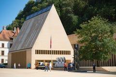 Het Parlementsgebouw in Vaduz Liechtenstein stock afbeelding