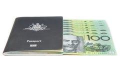 Het paspoort en de dollar van Australië Royalty-vrije Stock Afbeeldingen