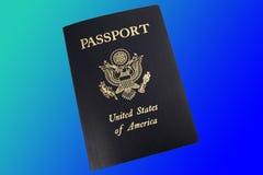Het paspoort van de V.S. op blauwe achtergrond royalty-vrije stock afbeeldingen