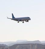 Het passagiersvliegtuig Stock Afbeeldingen