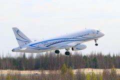 Het passagiersvliegtuig heeft omhoog gevlogen Stock Fotografie