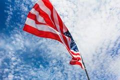 Het patriottisme de Amerikaanse V.S., banneronafhankelijkheid van de vlaghemel stock afbeelding