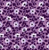 Het patroon van bladeren en kleine bloemen Stock Afbeelding