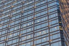 Het patroon van glasvensters bij nacht Stock Afbeeldingen