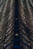 Het patroon van glasvensters bij nacht Stock Afbeelding