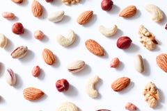Het patroon van noten mengt zich: cachou, hazelnoten, okkernoten, amandelen stock afbeelding