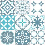 Het patroon van tegel vector naadloze Azlejos, Spaanse of Portugese mozaïek in turkooise en grijze, abstracte en bloemenontwerpen royalty-vrije illustratie
