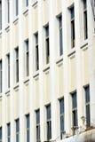 Het patroon van vensters van de witte bouw Royalty-vrije Stock Afbeeldingen