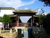 Het paviljoen op een brug royalty-vrije stock afbeelding