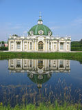 Het paviljoen van de Grot bij het museum-landgoed Kuskovo, monument van Th Stock Foto