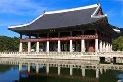 Het Paviljoen van Gyeonghoeru in Seoel, Zuid-Korea Royalty-vrije Stock Afbeeldingen