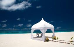 Het paviljoen van het huwelijk bij het strand royalty-vrije stock foto
