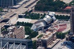 Het Paviljoen van Pritzker van de Vlaamse gaai in het Park Chicago van het Millennium Stock Afbeeldingen