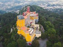 Het Pena-Paleis, een Romanticist-kasteel in de gemeente van Sintra, het district van Portugal, Lissabon, Grande Lissabon, satelli royalty-vrije stock afbeeldingen
