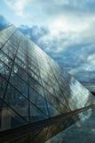 Het perspectief van de Piramide van het Louvre Stock Afbeelding