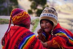 Het Peruviaanse kinderen spelen Stock Foto