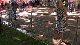 Het Petergof-interessantste vermaak van het fonteinpark stock videobeelden