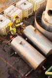 Het petrochemische medewerkers werken Stock Foto