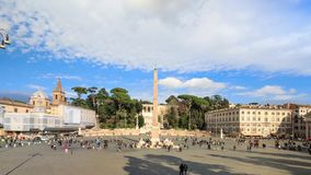 Het Piazza del Popolo vierkant in Rome stock footage