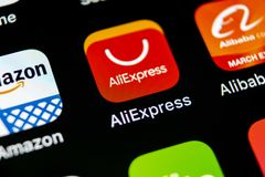 Het pictogram van de Aliexpresstoepassing op Apple-iPhone X het close-up van het smartphonescherm Aliexpressapp pictogram Aliexpr Royalty-vrije Stock Foto's
