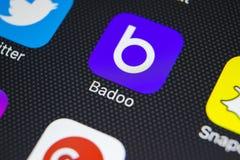 Het pictogram van de Badootoepassing op Apple-iPhone X het schermclose-up Badooapp pictogram Badoo is een online sociaal media ne Stock Afbeelding
