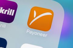 Het pictogram van de Payoneertoepassing op Apple-iPhone X het close-up van het smartphonescherm Payoneerapp pictogram Payoneer is Stock Afbeelding