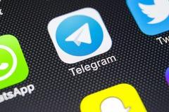 Het pictogram van de telegramtoepassing op Apple-iPhone X het schermclose-up Telegramapp pictogram Het telegram is een online soc Stock Fotografie