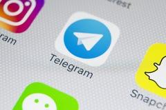 Het pictogram van de telegramtoepassing op Apple-iPhone X het schermclose-up Telegramapp pictogram Het telegram is een online soc Stock Afbeelding