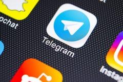 Het pictogram van de telegramtoepassing op Apple-iPhone X het schermclose-up Telegramapp pictogram Het telegram is een online soc Stock Foto's