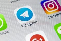 Het pictogram van de telegramtoepassing op Apple-iPhone X het schermclose-up Telegramapp pictogram Het telegram is een online soc Stock Foto