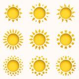 Het pictogramreeks van de zon De elementen van de de zomerhemel De inzameling van zonsilhouetten Geïsoleerd zonsymbool De leuke p vector illustratie