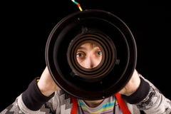 Het piepen door een cilinder Stock Foto