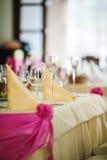 Het plaatsen bij huwelijksontvangst Hoekmening van de gediende lijst Stock Fotografie