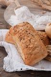 Het plaatsen van brood Royalty-vrije Stock Afbeelding