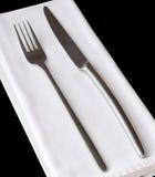 Het plaatsen van plaatsen, mes en forkccon een wit servet Royalty-vrije Stock Foto's