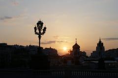 Het plaatsen van zon in Moskou, Rusland Royalty-vrije Stock Afbeelding