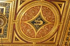 Het plafond van de gouden ruimte van het overleghuis van Wenen Stock Foto