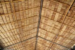 Het plafond van Thais lokaal paviljoen maakte van droge bladeren van de nipapalm Royalty-vrije Stock Afbeeldingen