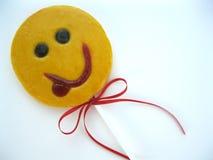 Het plagen gele glimlach voor goede stemming Zoet Suikergoed Lolly Stock Foto