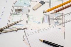 Het plan van de huisvloer met tekeningskompas Stock Afbeelding