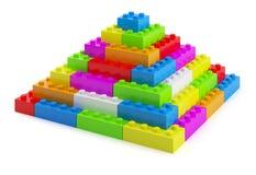 Het plastic stuk speelgoed blokkeert piramide Royalty-vrije Stock Fotografie