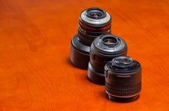 Het plastiek en het metaal van de cameralens zetten op Stock Fotografie