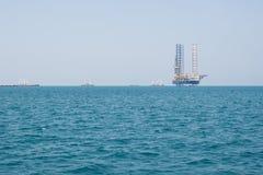 Het platform van de booreilandboring in grote Vreedzame Oceaan Stock Afbeelding