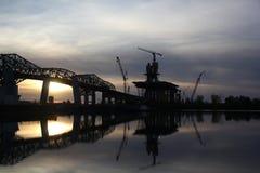 Het platform van de brugbouw bij zonsondergang Royalty-vrije Stock Fotografie